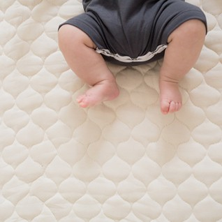 Greenbuds-Baby-Mattress-Full-baby-legs-pure-living