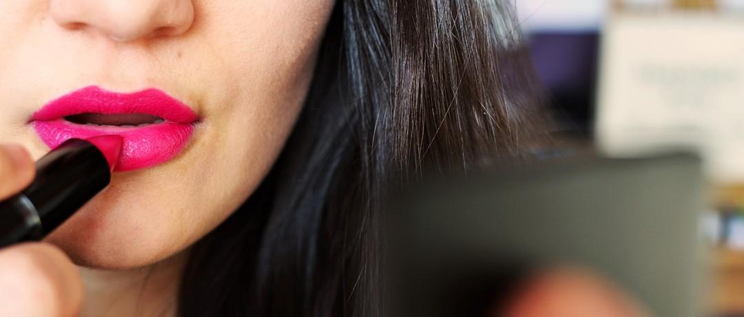 woman-makeup-beauty-lipstick-contaminants-pure-living