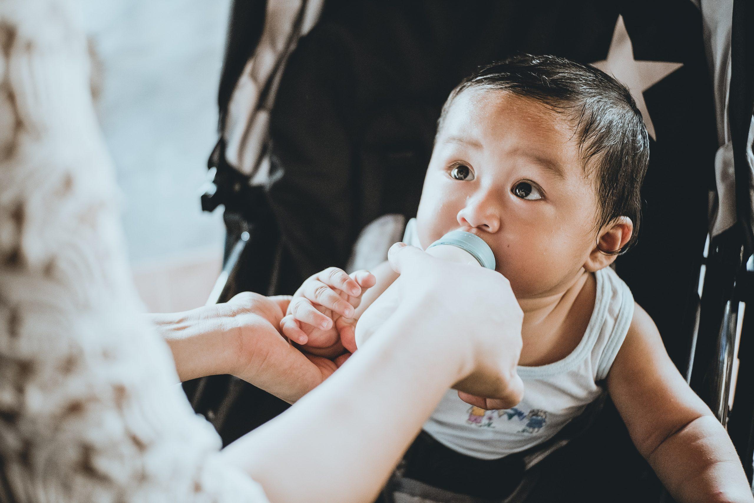 baby formula feeding